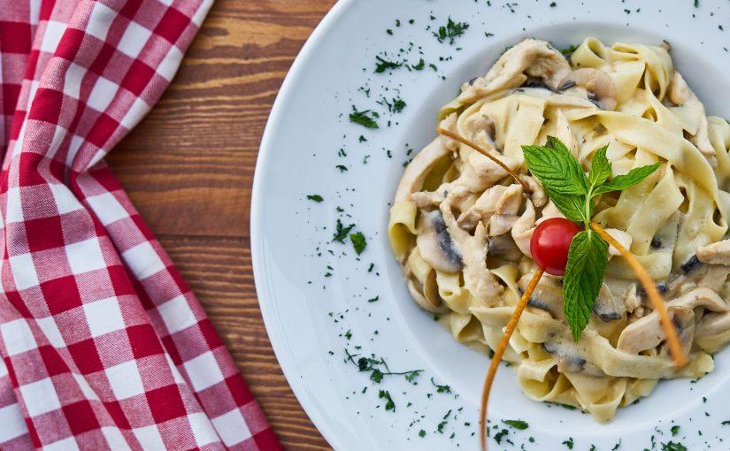 Pasta, pizza en salade – drie eenvoudige menu's die u gemakkelijk kunt bestellen bij Italiaanse restaurants
